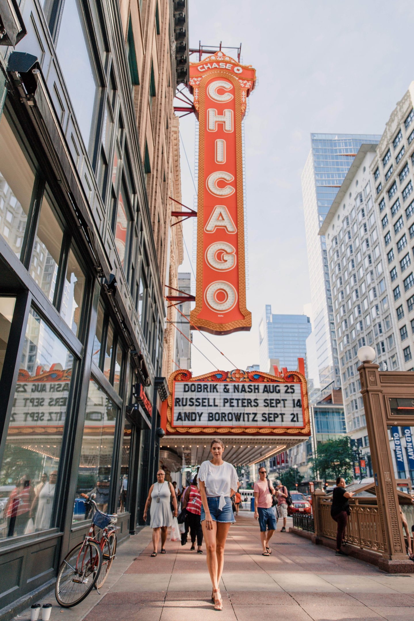 Chicago Travel Guide | What to Do: Chicago Theater