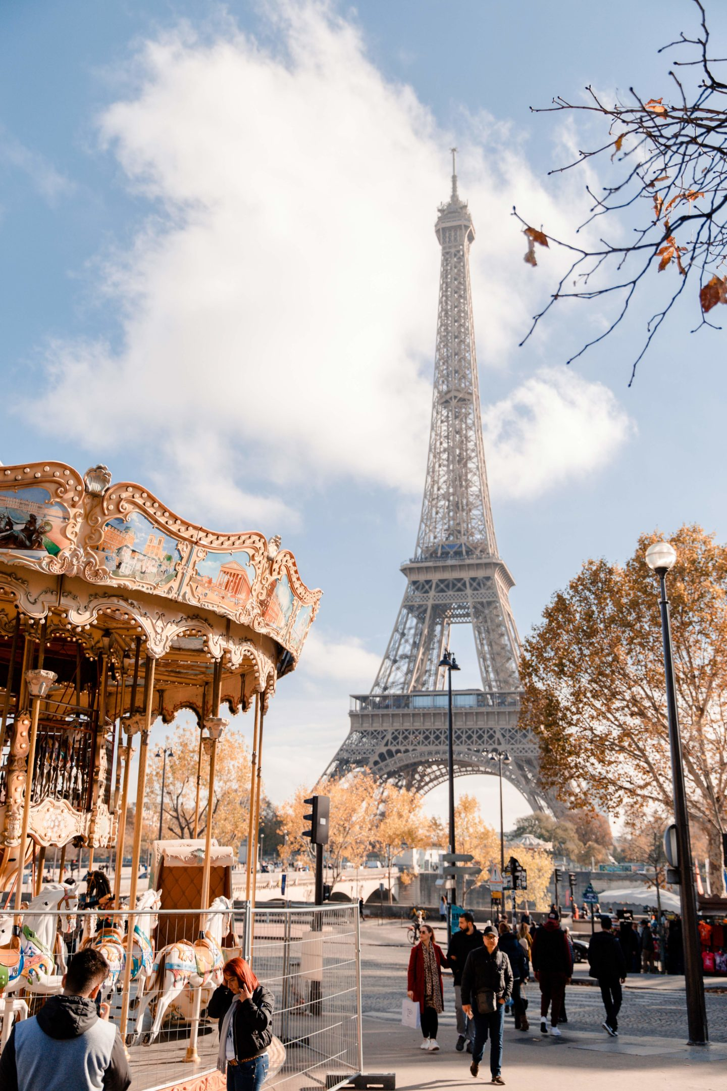 Blogger's travel guide to Paris | Top things to do and see in Paris France | Paris Photography Inspiration | Dana Berez Travel Guide Eiffel Tower Photography
