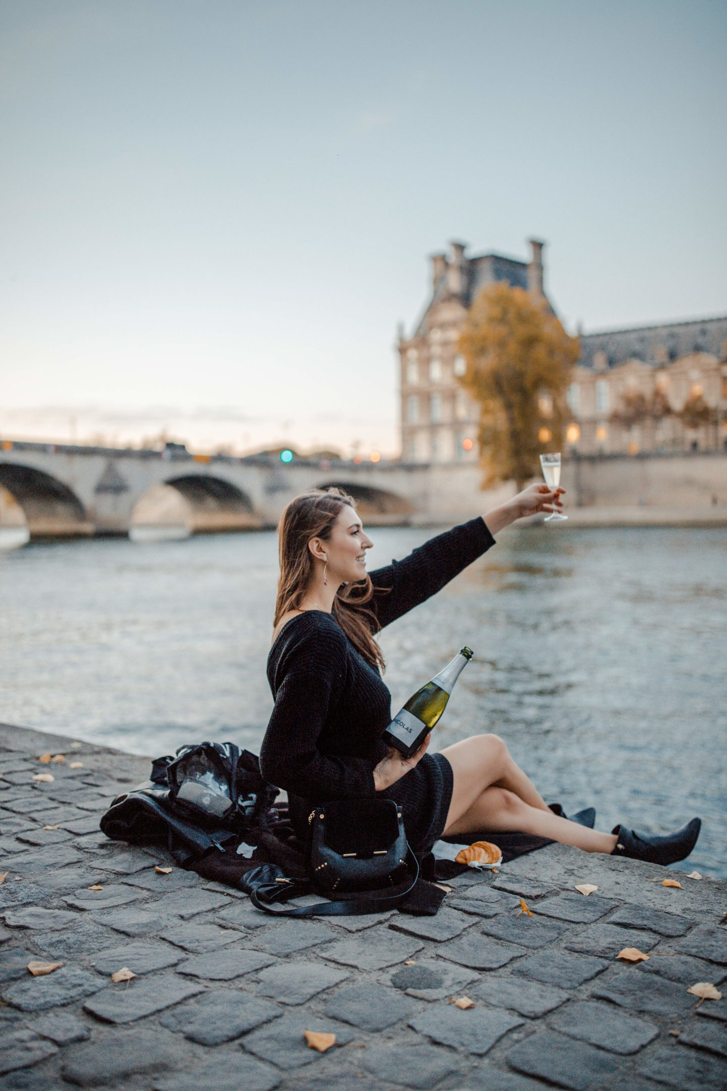Blogger's travel guide to Paris | Top things to do and see in Paris France | Paris Photography Inspiration | Dana Berez Travel Guide Seine River Paris Photogprahy