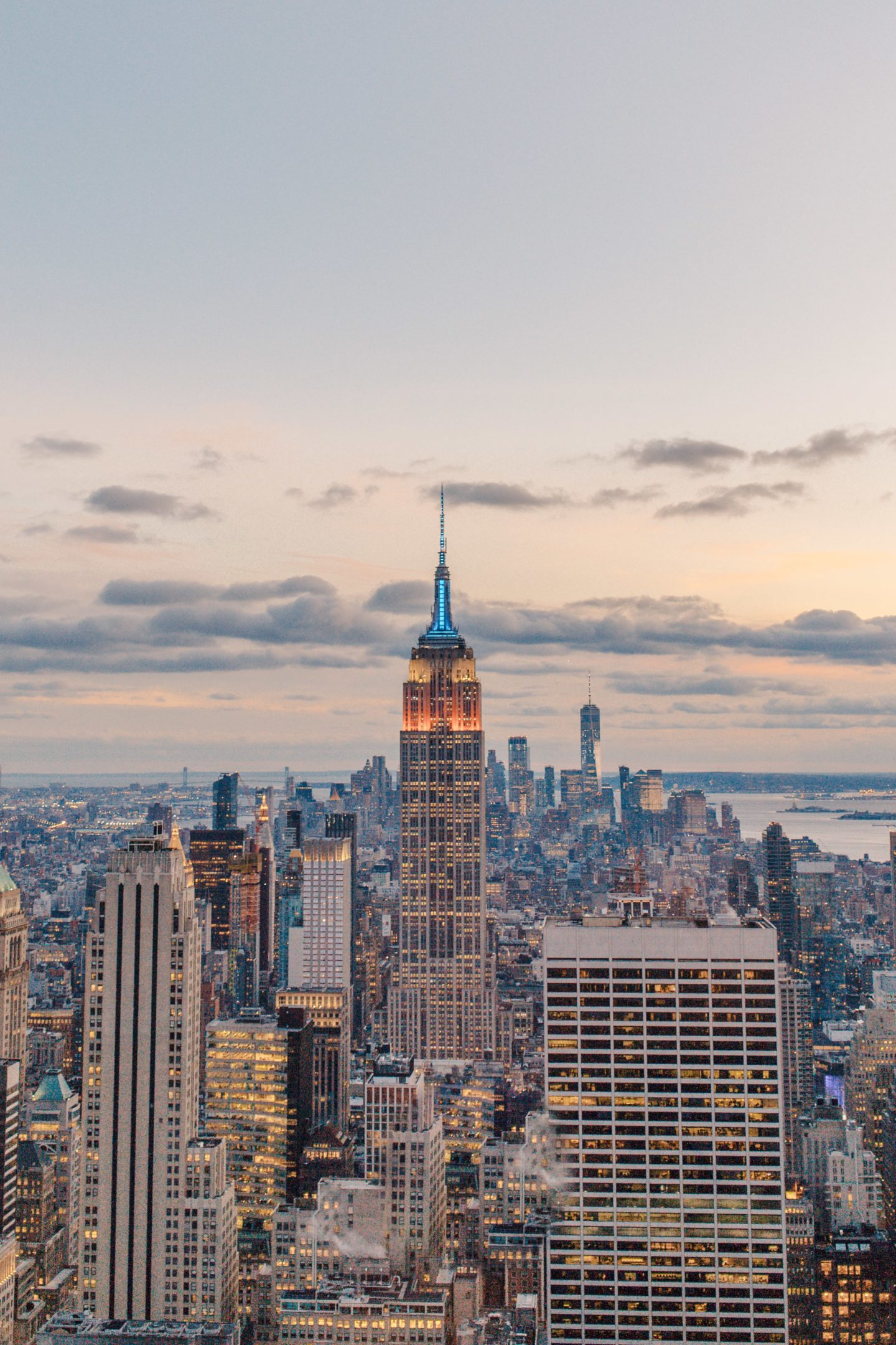 Photo Spots of the Empire State Building in NYC Instagram Approved | Dana Berez NYC Photography Ideas NYC rooftops ROCKEFELLER CENTER
